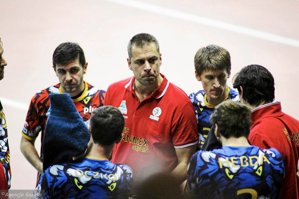 Trenera Damiana Dacewicza w MKS Baniemx Będzin zastąpił Włoch Robert Santilli.