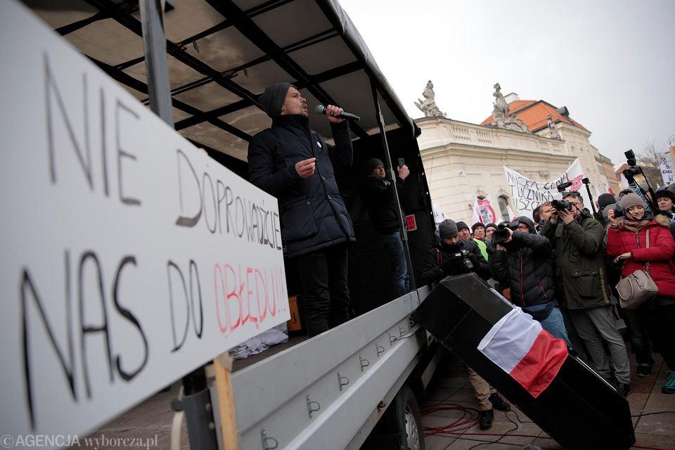 6.02.2019, protest rolników pod hasłem 'Oblężenia Warszawy', przemawia lider stowarzyszenia Agrounia Michał Kołodziejczak.