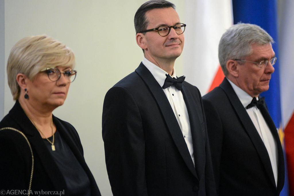 Od lewej : prezes Trybunału Konstytucyjnego Julia Przyłębska , premier Mateusz Morawiecki i były marszałek senatu RP Stanisław Karczewski