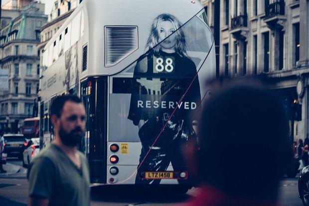 Zdjęcia Kate Moss na londyńskich autobusach