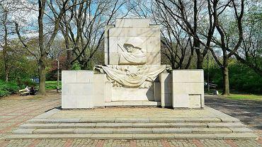 Pomnik Wdzięczności Żołnierzom Armii Radzieckiej w Parku Skaryszewskim w Warszawie