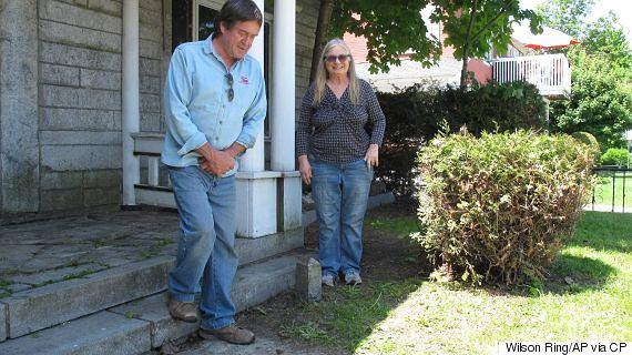 Obecnie właściciele nieruchomości - Brian i Joan Dumoulin.