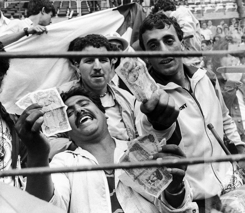 Mecz RFN - Austria podczas mistrzostw świata w 1982 roku. Kibice Algierii machali do piłkarzy pieniędzmi, sugerując że spotkanie zostało ustawione