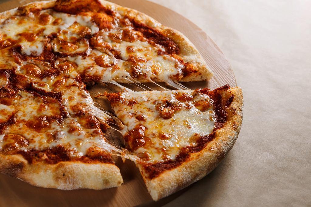 Krojenie pizzy to męczarnia? Oto kilka tipów, jak zrobić to szybko i sprawnie