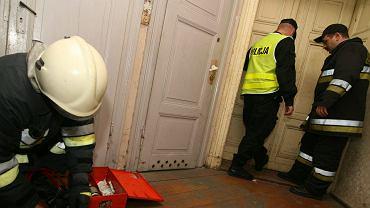 Wejście służb do mieszkania (zdjęcie poglądowe)