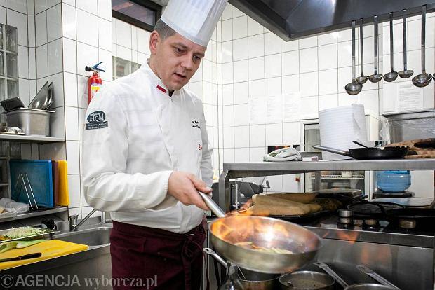 Bardzo duży czarny kucharz