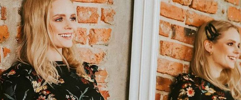 Olga Kalicka w czarnej sukience w kwiaty własnej marki Reves. Fani zachwyceni