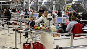 Kasy w supermarkecie (zdjęcie ilustracyjne)