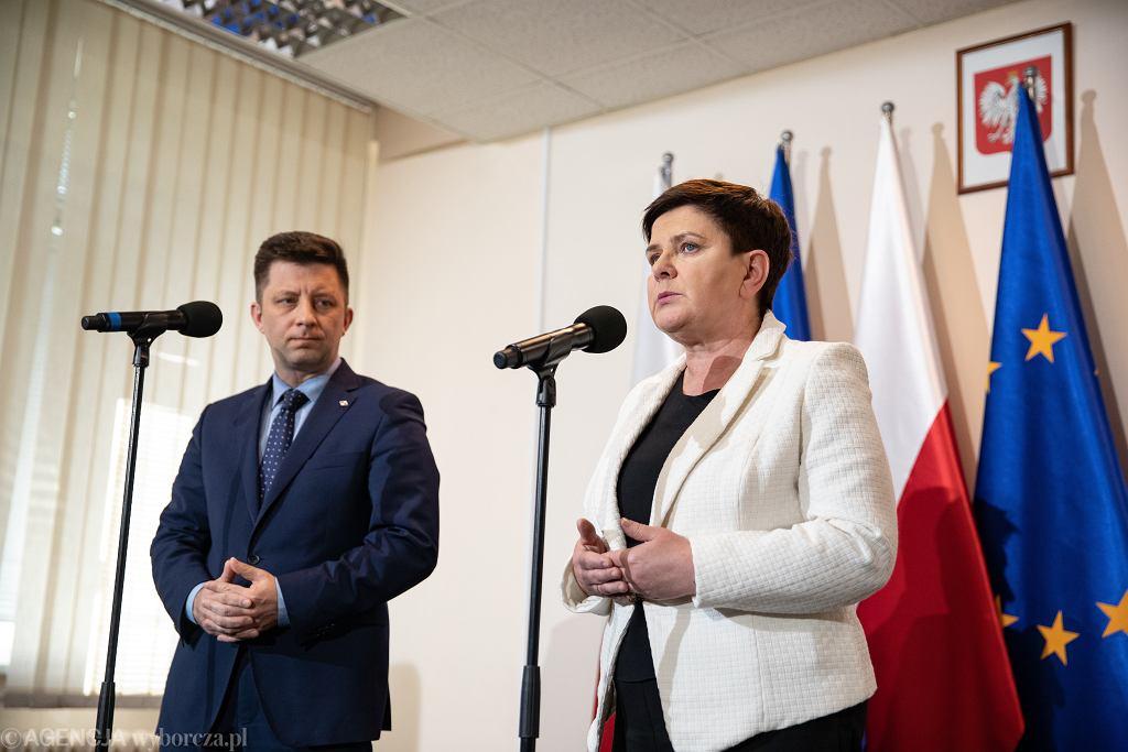 Michał Dworczyk i Beata Szydło na konferencji prasowej po kolejnej rundzie negocjacji z nauczycielami, 18.04.2019