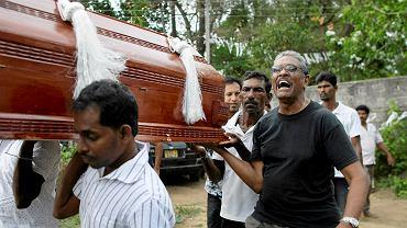 Pogrzeb jednej z ofiar, która zginęła w kościele św. Sebastiana w Negombo, 22 kwietnia 2019 r.