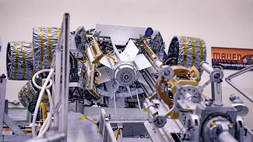 """Skąd łazik Perseverance czerpie energię na Marsie? NASA wyposażyła go w """"jądrowy zasilacz"""""""