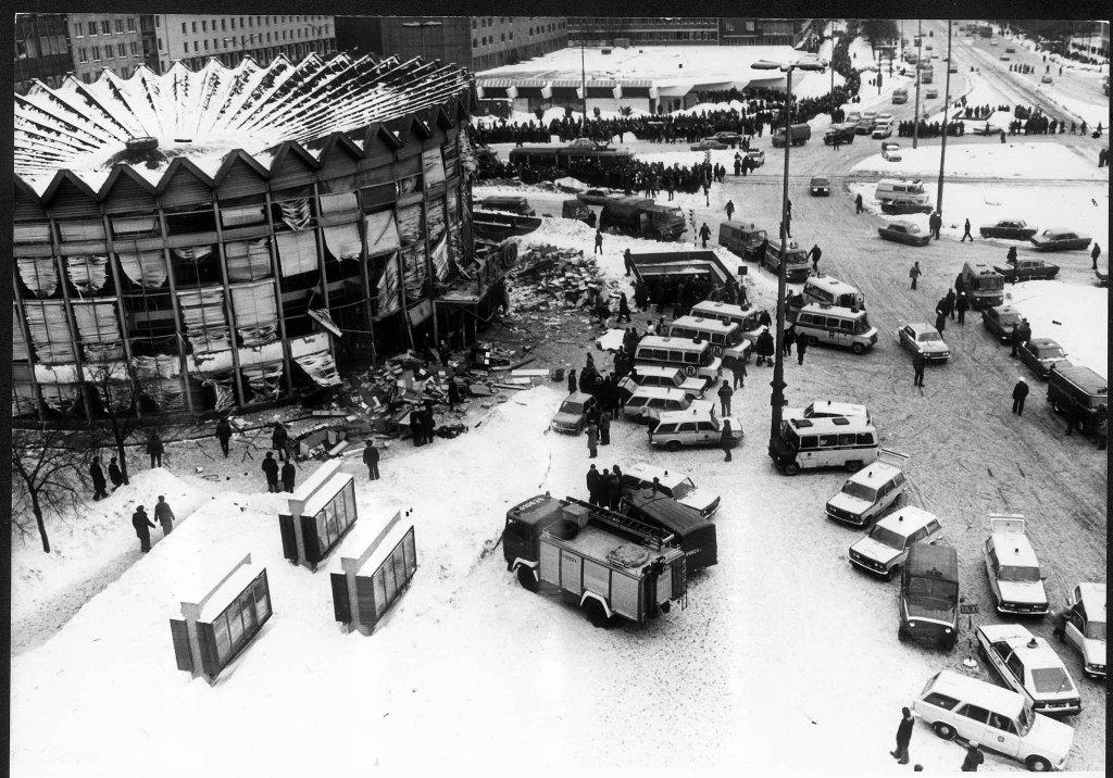 Akcja ratunkowa po wybuchu w Rotundzie. Rannych odwożono do szpitali nie tylko karetkami, ale też prywatnymi samochodami