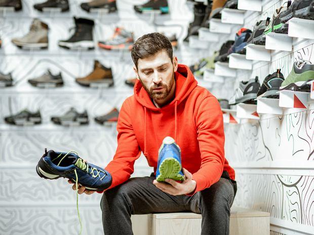Moda wiosna lato 2020: męskie obuwie. Jakie buty warto mieć