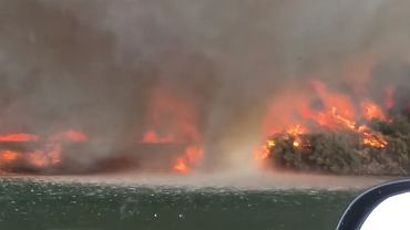 Ogniste tornado, które zamienia się w wodę