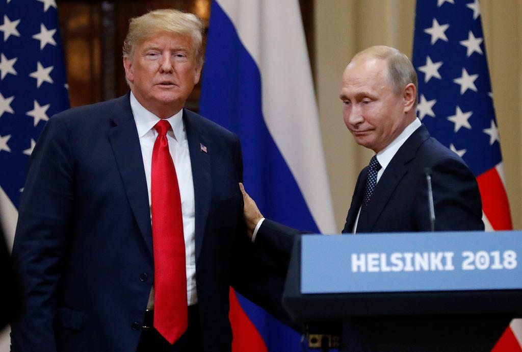 Donald Trump i Władimir Putin podczas spotkania w Helsinkach 16 lipca 2018 r.