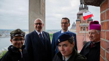 Dzień Flagi Rzeczypospolitej Polskiej. Mateusz Morawiecki i Joachim Brudziński w Szczecinie