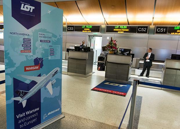 Stanowisko odprawy pasażerów LOT-owskiej klasy biznes na lotnisku w Los Angeles