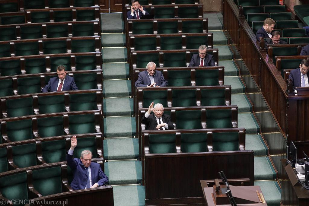 Sejm w większości odrzucił poprawki Senatu do Tarczy antykryzysowej