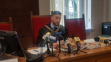 Sędzia Artur Sobczak, utajnił uzasadnienie wyroku ze względu na dobro pokrzywdzonego.