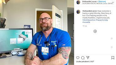 Wysportowany pielęgniarz pokazał, jak koronawirus zmienił jego ciało