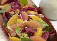 Sałatka z radicchio, szpinaku, pomarańczy, grejpfruta i orzechów makadamia - ugotuj