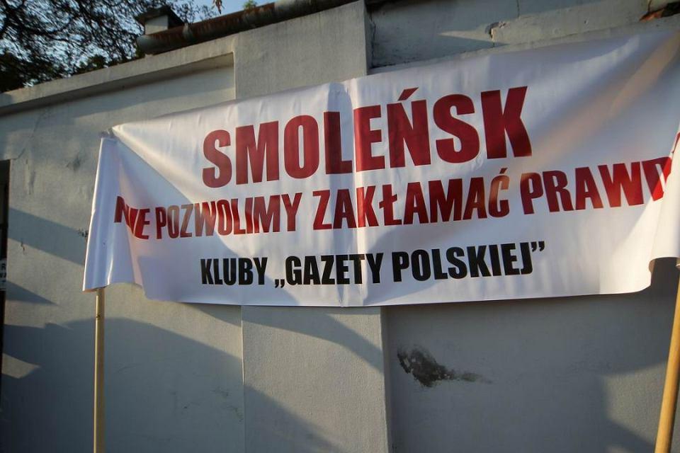 Ekshumacja jednej z ofiar katastrofy smoleńskiej na Powązkach