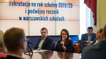 Wiceprezydent Warszawy Renata Kaznowska podczas odprawy z burmistrzami dzielnic w sprawie rekrutacji do szkół średnich