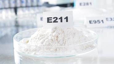 Benzoesan sodu - dlaczego jest szkodliwy?