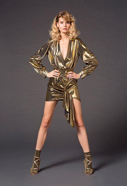 Złota sukienka w stylu lat 80.