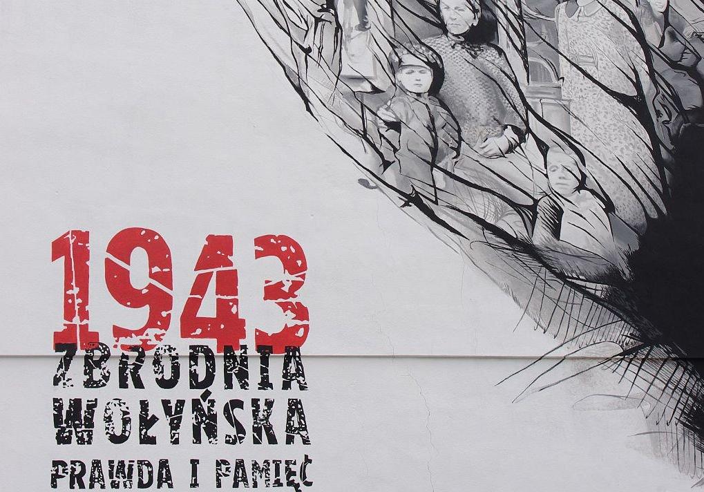 Mural poświęcony rzezi wołyńskiej w Warszawie przy ul. Młynarskiej
