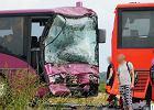 Poważny wypadek dwóch autobusów pracowniczych. Straż wyciągnęła zakleszczonego kierowcę