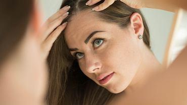 Jak optycznie dodać cienkim włosom objętości Trzy triki, które musisz znać (zdjęcie ilustracyjne)