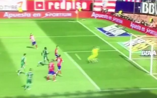 Atletico Madryt - Betis 5:1. Griezmann trafia, bo Adan popełnia błąd roku! [WIDEO]