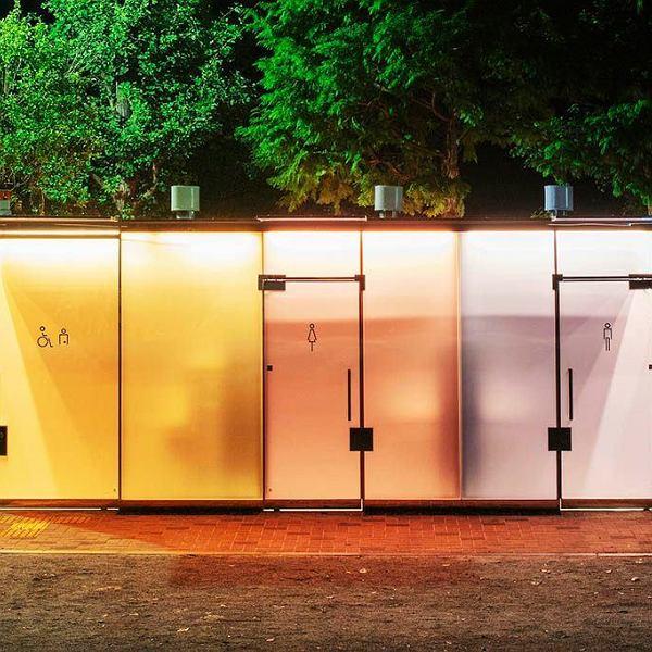 Przezroczyste toalety w Japonii