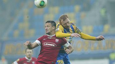 Marcin Radzewicz w walce o piłkę