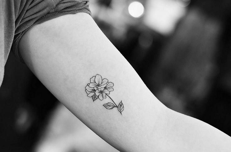Jak Nie Róża To Co 15 Najładniejszych Delikatnych Tatuaży
