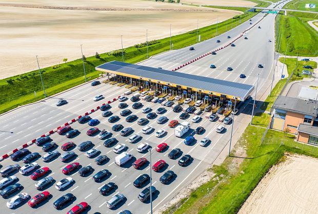 Nadzorca autostrady A1, aby upłynnić ruch, wdrożył system auto-płatności. W szczycie nie przeznacza dla niego ani jednej bramki