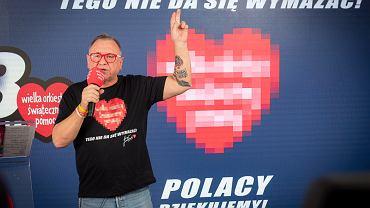 Jerzy Owsiak podczas ogłoszenia wyniku zbiórki 28 finału, marzec 2020 r.