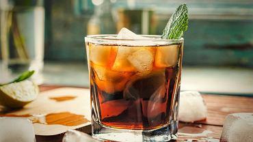 Drinki z rumem są bardzo różne, niektóre ograniczają się zaledwie do dwóch, trzech składników, w innych zmieszamy ich więcej
