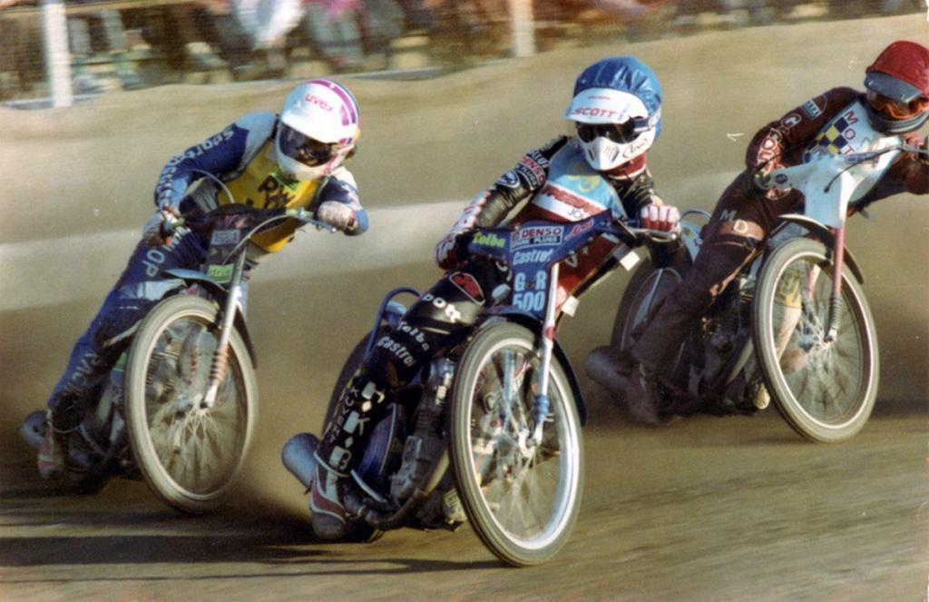 Motor - Row Rybnik 1990 rok. Prowadzi Hans Nielsen ( w środku), z lewej Eugeniusz Skupień, a z prawej Jerzy Głogowski.