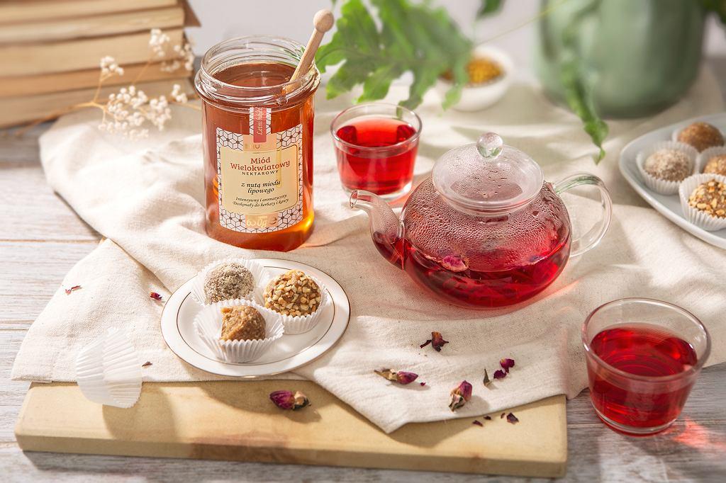 Herbata ze skórek owoców i płatków róży