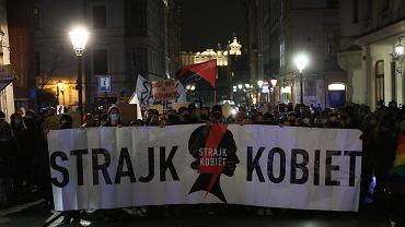 Demonstracja przed kurią i mieszkaniem kard. Dziwisza.