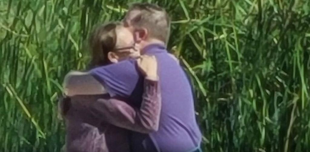 Matka i syn przytulali się przez 20 minut, kiedy doszło do spotkania po latach