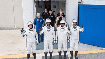 Falcon 9 poleci na orbitę. Elon Musk wyśle czterech astronautów. O której i gdzie oglądać transmisję?