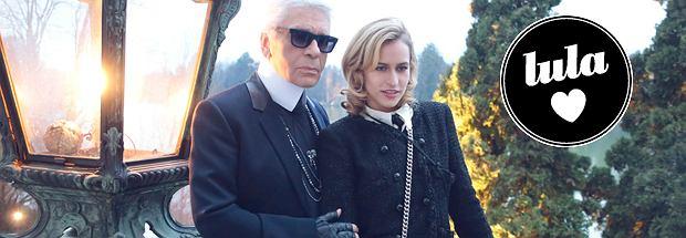 Alice Dellal i Karl Lagerfeld na pokazie Chanel Paris-Salzburg