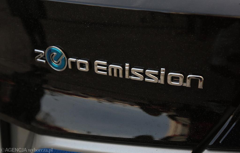 Kielce, 16 grudnia 2019. Przekazanie świętokrzyskiej policji samochodów Nissan Leaf o napędzie elektrycznym