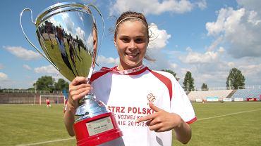 Ewa Pajor z pucharem za mistrzostwo Polski