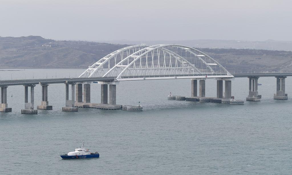 Nowy most kolejowy z Rosji na anektowany przez nią Krym.