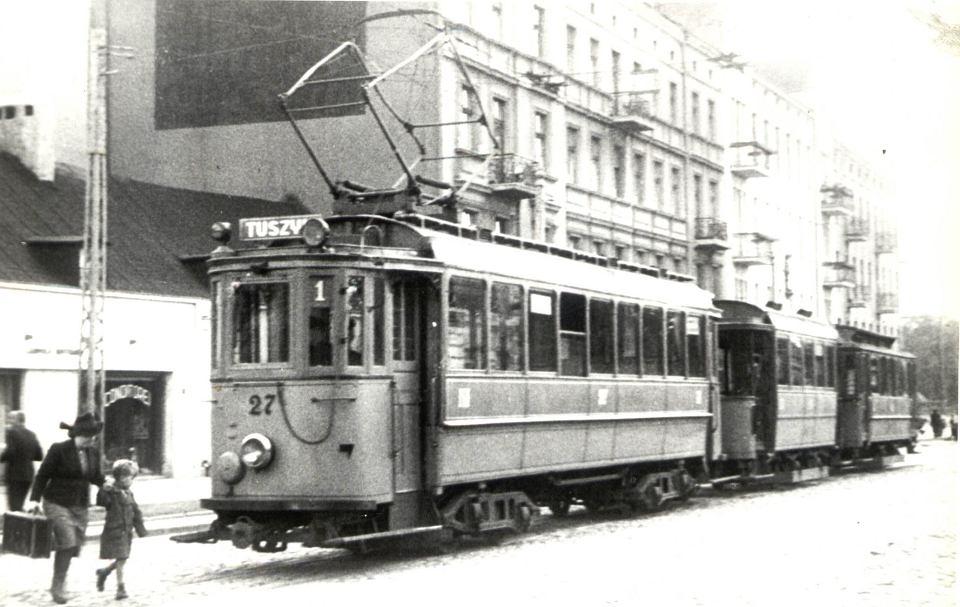 Łódź, ul. Piotrkowska przy pl. Reymonta, łódzka krańcówka linii tuszyńskiej, koniec lat 30. XX wieku