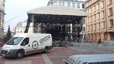 Przygotowania do imprezy sylwestrowej na placu Ratuszowym w Bielsku-Białej